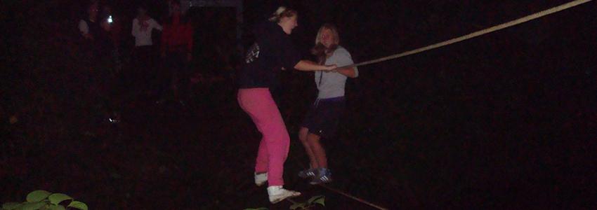 Met de night challenge kun je klimmen klauteren en ziplinen in het donker